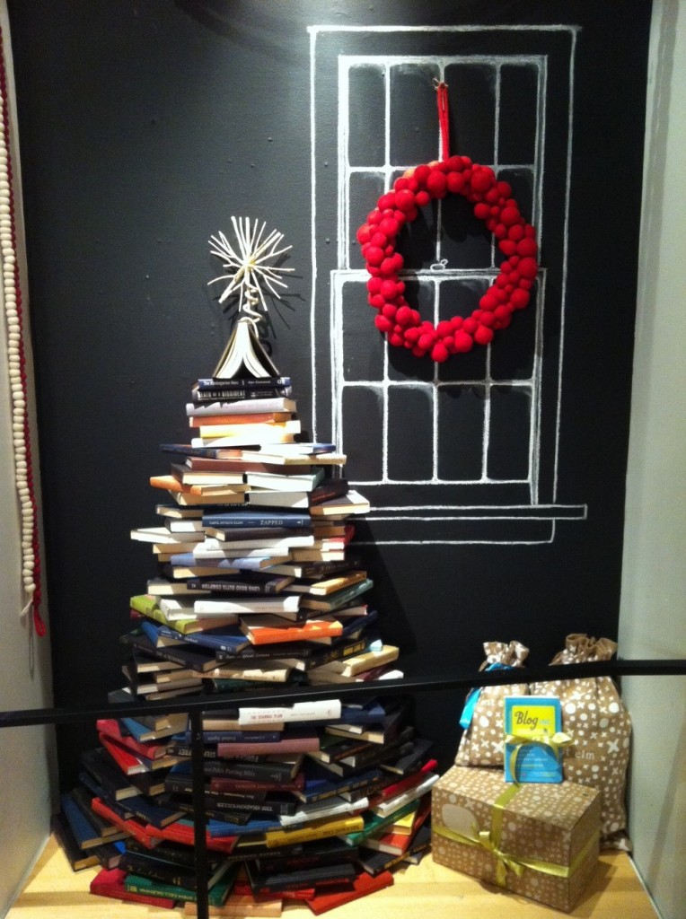 Book tree design by numbers for Retail christmas decorations ideas